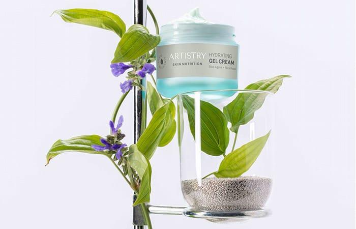 Planta con producto de gel hidratante.